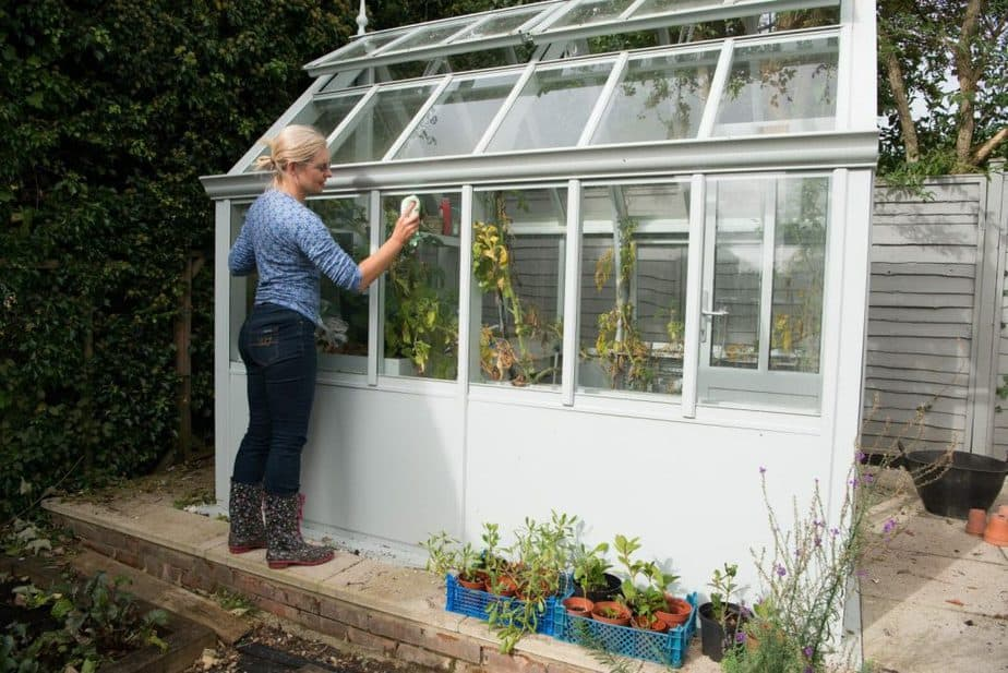 deep greenhouse cleaning tips